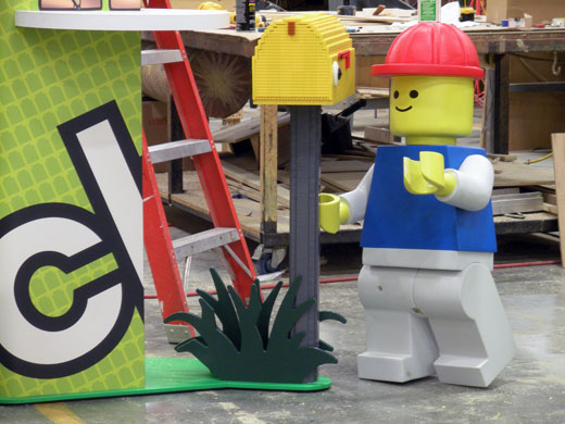 Minifigure helps build LEGO Club Recruitment Stations