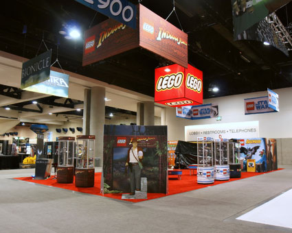 Lego Comic Con trade display by Creatacor