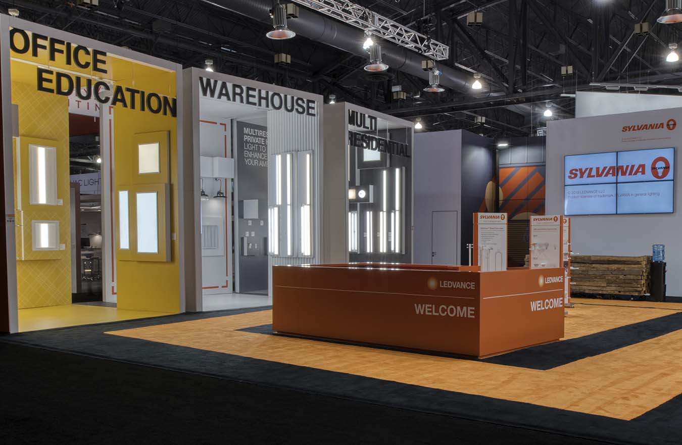 tradeshow booth display lighting options with welcome desk