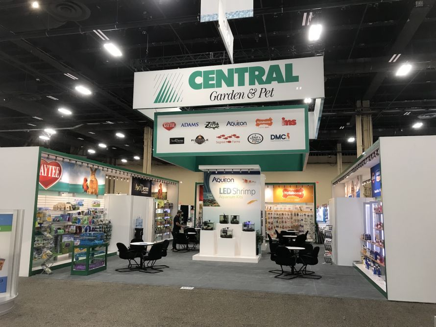 central garden and pet tradeshow booth