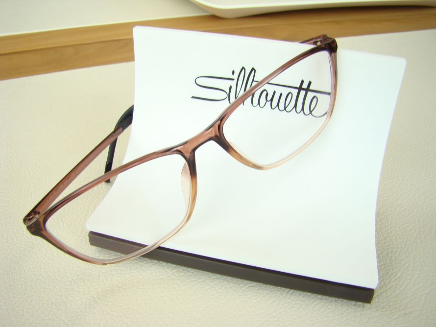 silhouette eyewear display